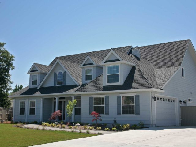 https://sheridanroofing.com/wp-content/uploads/2020/04/Composition-Roof-640x480.jpg