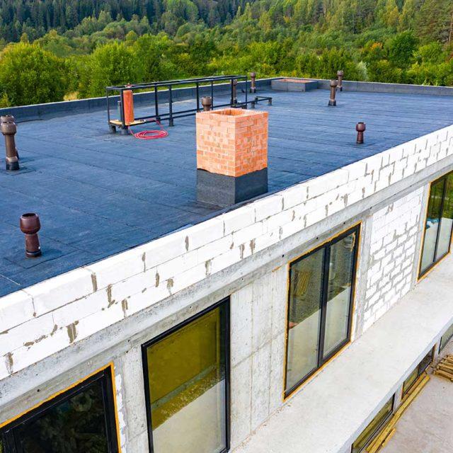 https://sheridanroofing.com/wp-content/uploads/2020/04/flat-roof-2-1-640x640.jpg